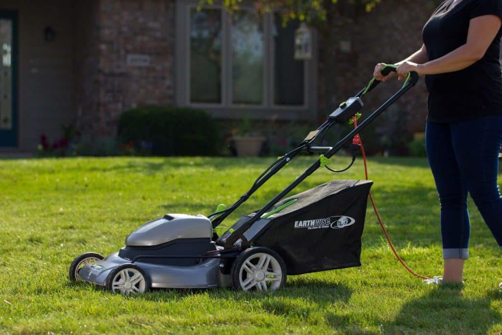 Is it Safe to Use an Electric Lawn Mower? 2